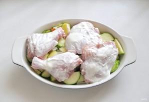 Курица запеченная с кабачками и картофелем в духовке - фото шаг 8