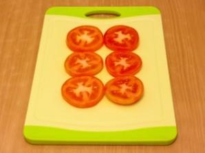 Горячие бутерброды с окороком, помидорами и яйцами - фото шаг 1