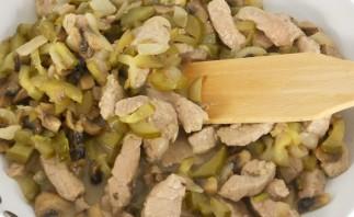 Бефстроганов из свинины с грибами - фото шаг 5