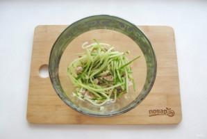 Салат с курицей и картофельной соломкой - фото шаг 6
