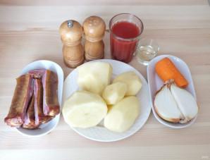 Картошка в мультиварке с копчеными ребрышками - фото шаг 1