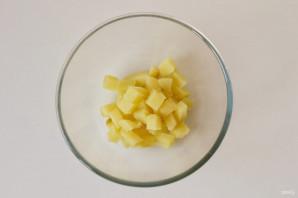 Салат с кукурузой, грибами и огурцами - фото шаг 2