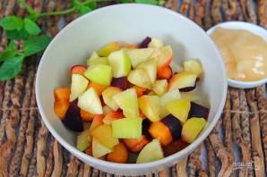 Фруктовый салат из дыни, персика и черного абрикоса - фото шаг 4