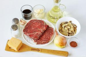 Мясо с маринованными грибами в духовке - фото шаг 1