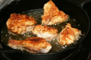 Жареная курица на сковороде  - фото шаг 8