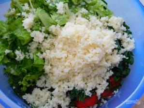 Салат с кускусом, помидорами и зеленью - фото шаг 3