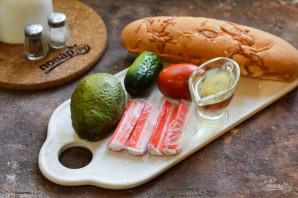 Брускетты с крабовыми палочками и авокадо - фото шаг 1