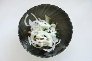 Салат с солеными баклажанами и картофелем - фото шаг 5