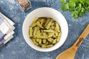 Салат с селедкой и маринованными огурцами - фото шаг 3