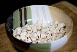 Салат с курицей, черносливом и огурцами - фото шаг 3