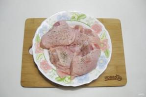 Куриные бедра с картофелем в мультиварке - фото шаг 3