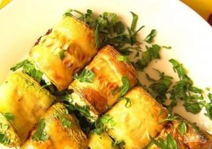 Рулетики из кабачков с сыром и чесноком - фото шаг 7
