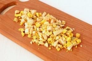 Салат из сыра с чесноком - фото шаг 2