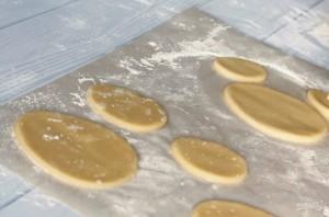 Пасхальное печенье в белковой глазури - фото шаг 3