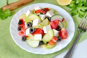 Греческий салат с цуккини и помидорами - фото шаг 10
