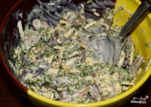 Салат с куриными сердечками - фото шаг 9