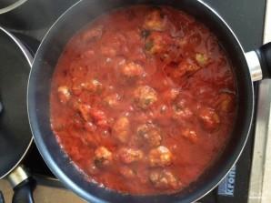 Спагетти с фрикадельками в томатном соусе - фото шаг 3