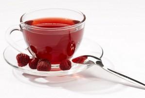 Холодный чай с малиной и шиповником - фото шаг 2