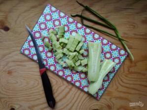 Салат с крабовыми палочками и горошком - фото шаг 5