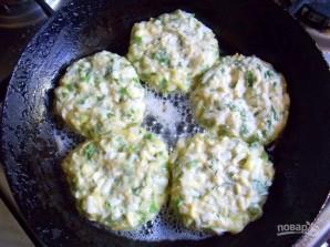 Яичные котлеты с зеленью - фото шаг 6