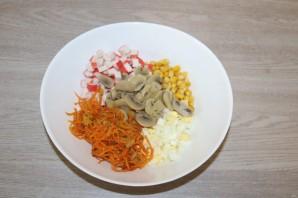 Салат из крабовых палочек с шампиньонами - фото шаг 10