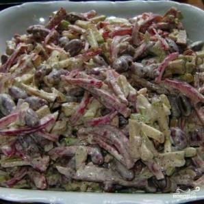 Салат с копченой колбасой - фото шаг 10