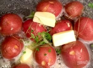 Картофель с чесноком на сковороде - фото шаг 1