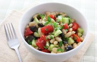 Салат из отварной фасоли - фото шаг 5