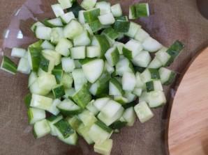 Салат с жареной колбасой - фото шаг 2