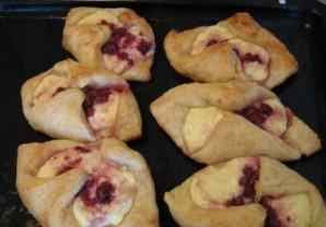 Слоеные пирожки с повидлом - фото шаг 4