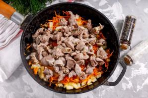 Куриные желудки с луком и морковью - фото шаг 6