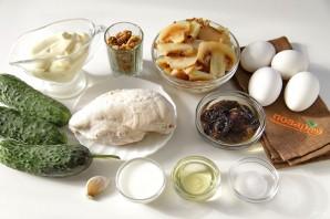 """Новогодний салат """"Елочка"""" с курицей, грибами и яичными блинчиками - фото шаг 1"""