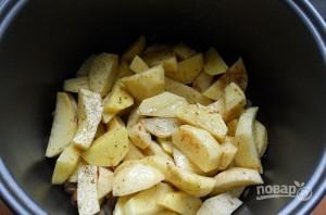Картофель с шампиньонами в мультиварке - фото шаг 4