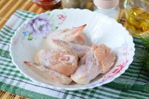 Крылышки с грибами в духовке - фото шаг 2