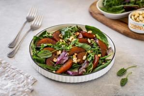 Салат из шпината с грушей