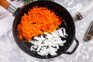 Куриные желудки с луком и морковью - фото шаг 5