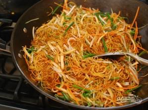 Чау-мейн с овощами - фото шаг 6