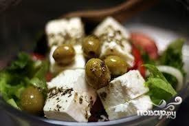 Салат греческий с оливками - фото шаг 9
