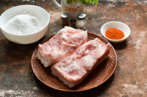 Соленое сало с красным перцем - фото шаг 1