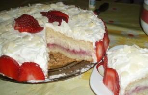 Бисквитный торт с заварным кремом и клубникой - фото шаг 9