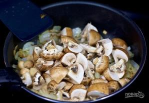 Тушеные грибы с зеленым горошком - фото шаг 2