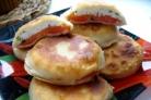 Пирожки с помидорами и творогом