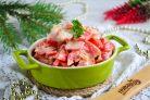 Салат с перцем, помидорами и крабовыми палочками