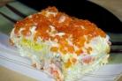 Салат с креветками, яйцами и красной икрой