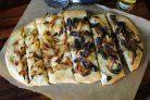 Фокачча с луком и оливками