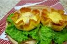 Салат в блинных мешочках