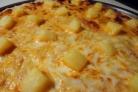 Пицца с ананасами и сыром