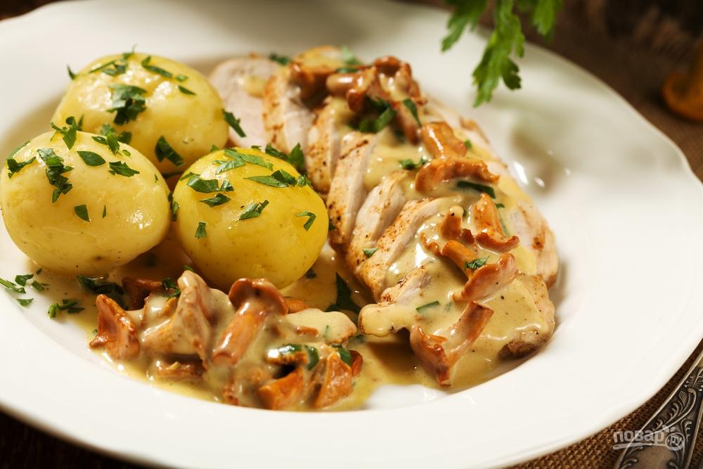 Курица с картошкой и соусом из лисичек