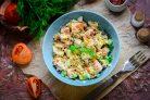 Салат с копченой курицей и грецкими орехами