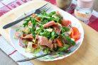 Салат с хамоном и рукколой